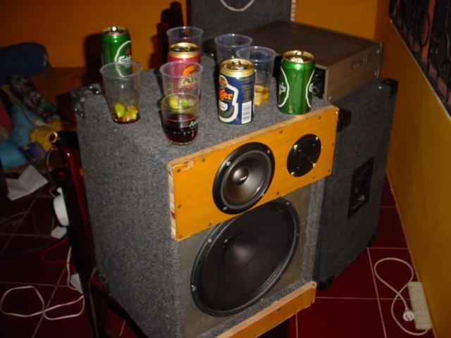 speaker + drink stand